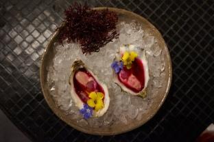 hoja santa Ostra con jugo de Tuna