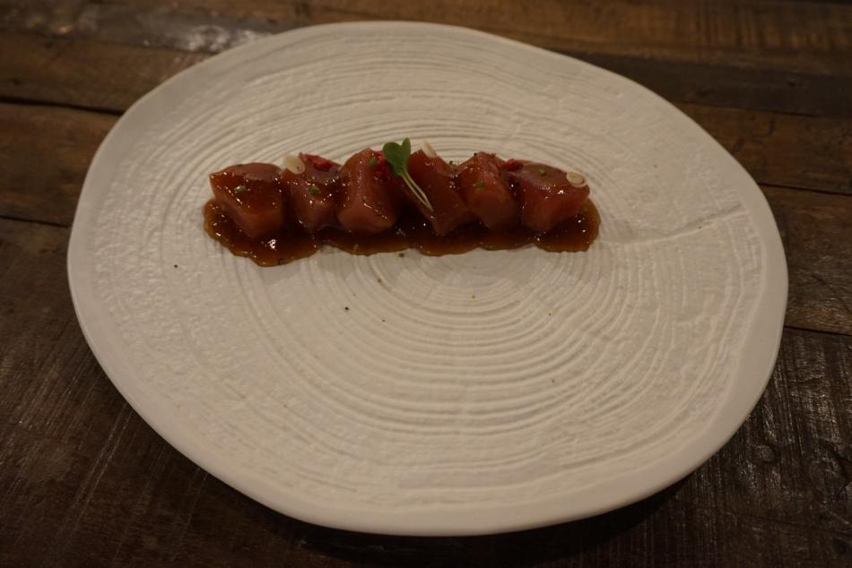 tips restaurant Atún Bluefin acompañado de reducción de Mirin y Vermut negro