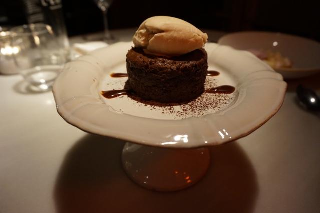 soufflé de chocolate de L'EGGS Restaurant del Chef Paco Pérez