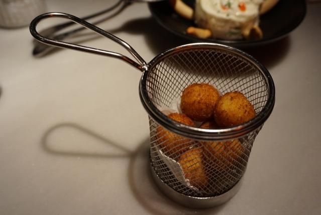 croquetas de yema de huevo L'EGGS Restaurant del Chef Paco Pérez