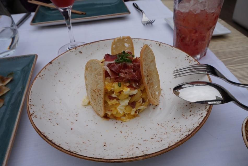 restaurante pacha barcelona huevos rotos con jamón