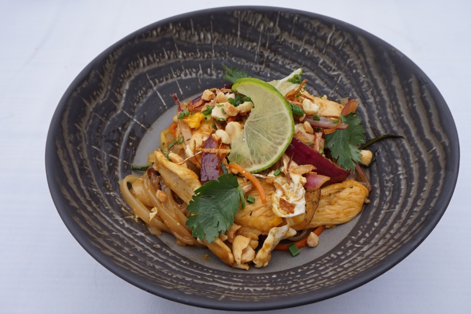 restaurante pacha barcelona chicken pad thai