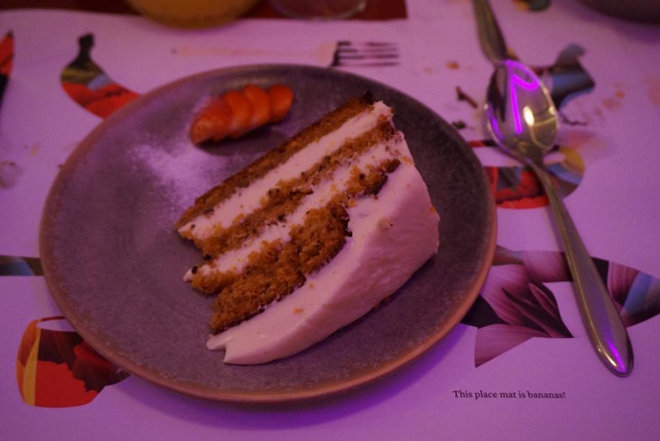 restaurante bananas Carrot Cake