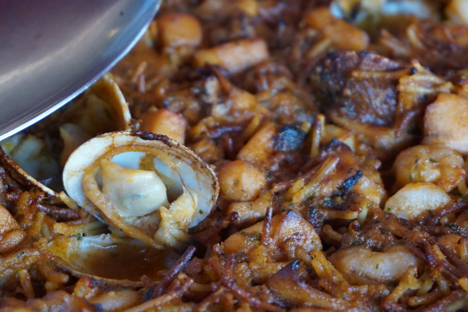 Fideuá con Patatas del restaurant Can Miquel (Cala Montgó) L'ESCALA