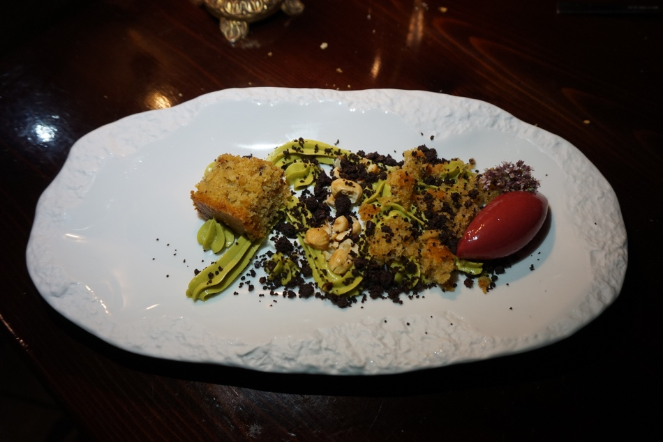 restaurante el pla Crema de albahaca, bizcocho con aceite de oliva y sorbete de frambuesa.