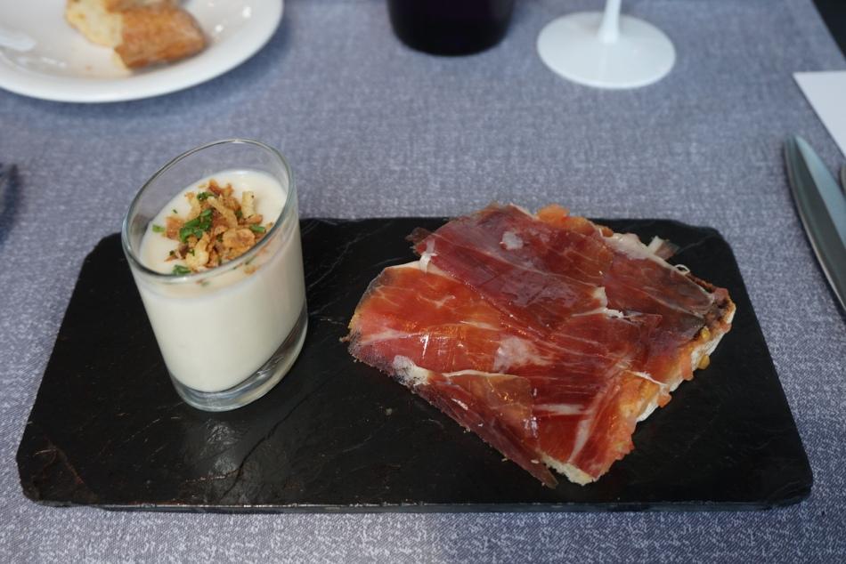 Bouquet Restaurante Crema de puerro y crema de pera confitada con torrada de jamón de Extremadura