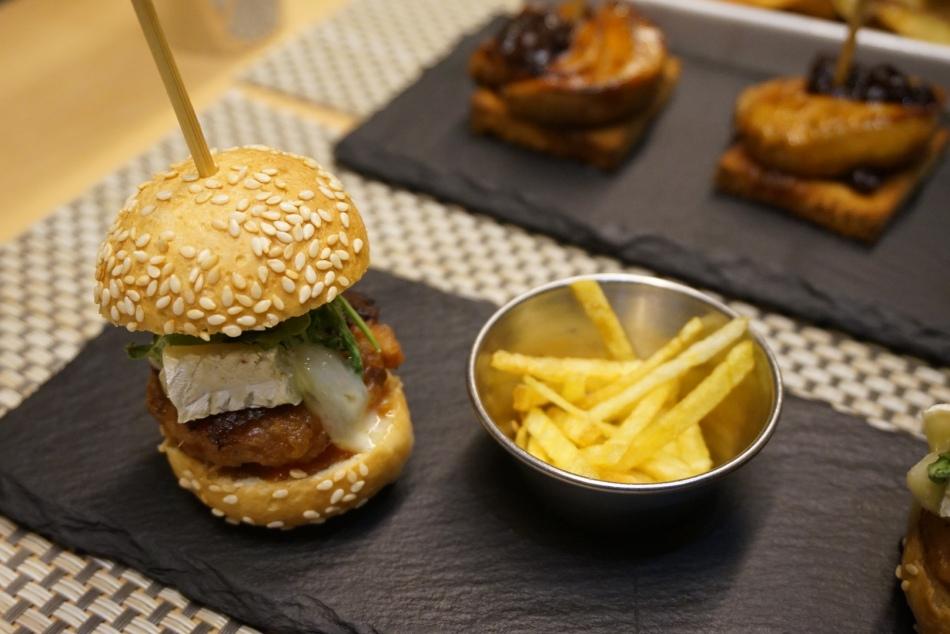 teleferic restaurant barcelona Mini burguer de pollo con patatas chips