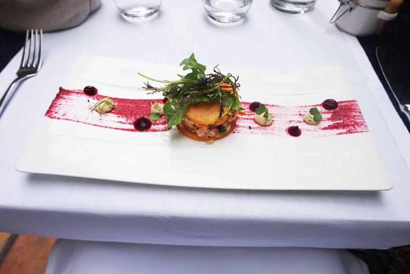 Le Petit Jardin Montpellier Tartare de crevettes roses aux herbes en millefeuille